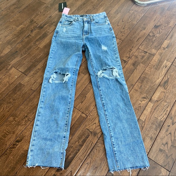 Brand new jeans. To small on me